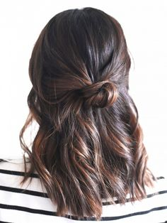 (via 3-Minute Hairstyles for When You're Running Late | Byrdie.com)