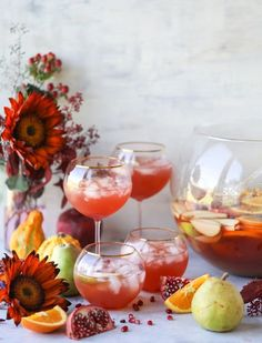 17 Thanksgiving Punch Recipes for a Crowd, - Thanksgiving Drinks Thanksgiving Punch, Thanksgiving Cocktails, Winter Cocktails, Thanksgiving Recipes, Holiday Recipes, Summer Drinks, Fall Recipes, Punch Recipe For A Crowd, Cocktail Recipes For A Crowd
