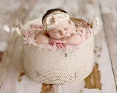 Please note: headband is similar to the headband on the baby in the picture. The pieces of jewelry are different. You will receive the headband in the second and third photos. Photography by: Julie Newell Photography