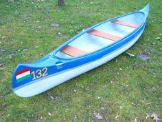 A Vidám Delfin Kft, különös figyelmet fordít a hajó szilárdságára, könnyűségére, dekoratív mivoltára is. #kenu #kenukölcsönzés Surfboard, Ford, Sports, Hs Sports, Surfboards, Sport, Surfboard Table