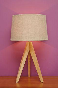Stativ-Lampe in Taupe mit UK-Stecker