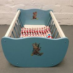 1960s'/70s' vintage toy cradle www.vintageactually.co.uk