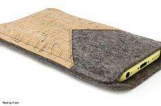 Handytasche aus Filz und Kork mit Cutout - Maßanfertigung