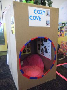 Sensory Quiet Spot: Make a cozy cove for kids from a cardboard box- a simple way to give kids a space all their own. Classroom Setting, Classroom Setup, Classroom Organization, Classroom Reading Nook, Sensory Activities, Activities For Kids, Crafts For Kids, Sensory Rooms, Sensory Tubs