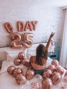 May Birthday, Gold Birthday Party, Queen Birthday, Birthday Girl Pictures, Birthday Photos, Glam Photoshoot, Prom Poses, Wedding Cakes, Balloons