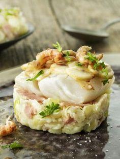 Snijd de prei fijn en stoof kort aan in boter. Snijd de Breydelham in fijne reepjes en voegtoe.Snijd de champignons in schijfjes en bak kort aan in hete olijfolie. Kruid met pezo.Beleg de bodem van de ovenschotel met het Breydelham & prei mengsel.Leg de kabeljauw erop.Mix room en eieren. Kruid met pezo en het kruidentuiltje.Giet over de vis. Leg de champignons erop. I Want Food, Feel Good Food, Fish Recipes, Seafood Recipes, Cooking Recipes, Dutch Recipes, Deli Food, Go For It, Happy Foods