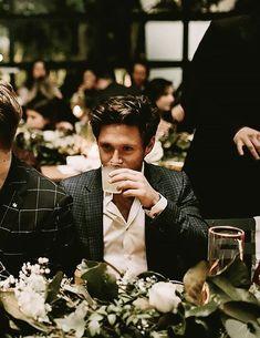 He's such a model even when he's doing nothing 💕 ° ° ° ° flicker onmyown niallhoran niall harrystyles harry louistomlinson louis liampayne liam zaynmalik zayn Niall Horan Lyrics, Niall Horam, Niall Horan Baby, Niall Horan Imagines, Liam Payne, One Direction Pictures, I Love One Direction, Direction Quotes, Irish Boys