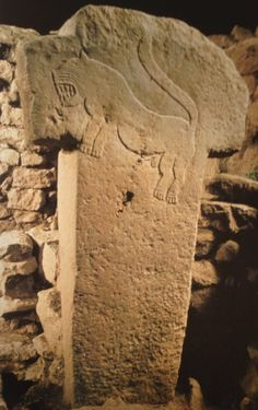 gobelki-tepe-t-stone. BCEThe apparent lifespan of Göbekli Tepe, one of the oldest human-made place of worship yet discovered Monumental Architecture, Cultural Architecture, Ancient Architecture, Ancient Mysteries, Ancient Artifacts, Unexplained Mysteries, Ancient Aliens, Ancient History, Site Archéologique