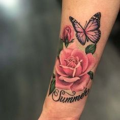 51 Real Pink Rose-tatoeages - Tattoo-Ideen - Tattoo Designs For Women Rose And Butterfly Tattoo, Pink Rose Tattoos, Butterfly Tattoo Designs, Pink Butterfly, Rose Arm Tattoos, Flower Back Tattoos, Cover Up Tattoos, Foot Tattoos, Body Art Tattoos