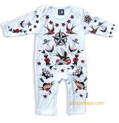 """Pijama modelo """"Tattoo Parlour"""" para bebe de la marca Six Bunnies (KK 301). 100% de algodón de manga larga. Pijama blanco con estampado en parte delantera y trasera."""
