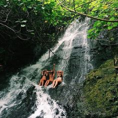 Imagem de summer, friends, and waterfall Adventure Is Out There, Adventure Time, Adventure Travel, Summer Aesthetic, Travel Aesthetic, Places To Travel, Places To Visit, Moving To Hawaii, Hawaii Travel