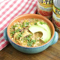 Slow Cooker Southwest Chicken Chili with Video - SoFabFood Best Chili Recipe, Chili Recipes, Slow Cooker Recipes, Crockpot Recipes, Cooking Recipes, Easy Crockpot Chicken, Chicken Chili, Chicken Verde, Chicken Recipes