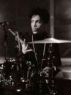 Prince playing drums!  We don't see enough pics of him playing drums.  He was so talented :)