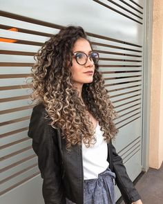 30 Cute best curly hairstyles ideas for trendy girls # Naturally Curly Curly Cute Girls hairstyles Ideas Trendy Dyed Curly Hair, Curly Hair Styles, Colored Curly Hair, Curly Hair Cuts, Natural Hair Styles, Curly Girl, Curly Braids, Highlights Curly Hair, Curly Balayage Hair