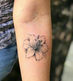 Best Ideas For Flower Tattoo Sleeve Lily Hibiscus Pretty Tattoos, Cute Tattoos, Black Tattoos, Body Art Tattoos, Small Tattoos, Small Lily Tattoo, Tattoos Skull, Tatoos, Lilly Flower Tattoo