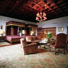 © Parador de Santiago de Compostela / Hostal de los Reyes Católicos Hotel Suites, Spanish Class, Reyes, Best Hotels, Places To Go, Beautiful, Royalty, British, Celebrity