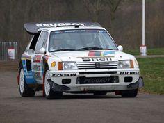 Peugeot 205 T16 WRC: Motor turboalimentado de 1777 cc y 4 cilindros en línea con una potencia de 350 cv a 8000 rpm y un peso de 940 kg.