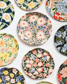 — Ones to Watch: An Interview with Artist Leah Goren -A collection of handmade ceramic ideas to inspire your love of ceramics. From dreamy and whimsical ceramic pieces to more modern ceramic ideas.Yellow Daisy Trinket Dish - LA collection of dreamy flow Pottery Painting Designs, Pottery Designs, Paint Designs, Pottery Ideas, Ceramic Plates, Ceramic Pottery, Decorative Plates, Painted Plates, Slab Pottery