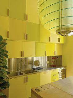 Luca Guadagnino-designed villa on Lake Como // yellow kitchen – Interior Design Trends Best Interior Design, Home Interior, Interior Design Kitchen, Yellow Kitchen Decor, Kitchen Colors, Yellow Interior, Cuisines Design, Lake Como, Home Living