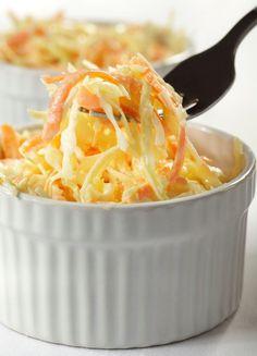 Coleslaw ̶ nejoblíbenější americký salát , Foto: iStock No Dairy Recipes, Fruit Recipes, Veggie Recipes, Vegetarian Recipes, Barbeque Side Dishes, Barbecue Sides, Barbecue Recipes, Grilling Recipes, Homemade Coleslaw Dressing