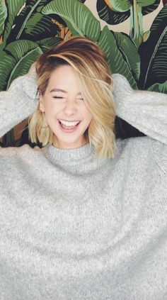 You know I'm a star 🌟 Zoella Hair, Zoella Beauty, Hair Inspo, Hair Inspiration, Zoe Sugg, Short Straight Hair, Dream Hair, Short Bob Hairstyles, Girl Crushes
