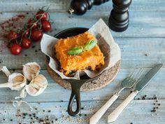 Сложно представить себе блюдо более вкусное и сытное, чем картофельная запеканка с грибами. Мы предлагаем вам сделать апгрейд привычной версии этого блюда и приготовить яркую веганскую запеканку из батата по рецепту ресторана Zafferano. Кстати, вам потребуется очень мало ингредиентов: батат, шампиньоны, болгарский перец и головка лука-шалота. Немного усилий – и вкусная, сытная и при этом диетическая запеканка на ужин у вас готова! Ещё сомневаетесь, стоит ли возиться? Тогда ознакомьтесь с…