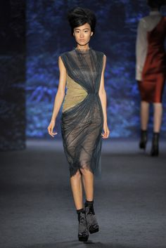 Vera Wang Spring 2011 Ready-to-Wear Fashion Show - Shu Pei Qin