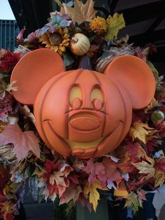 WATCH: Halloween at Disney — The Most Epic Trick-or-Treating Extravaganza in the World - Thanksgiving Wallpaper Disneyland Halloween, Holidays Halloween, Scary Halloween, Halloween Decorations, Halloween Party, Halloween 2013, Autumn Decorations, Halloween Ideas, Holiday Decor