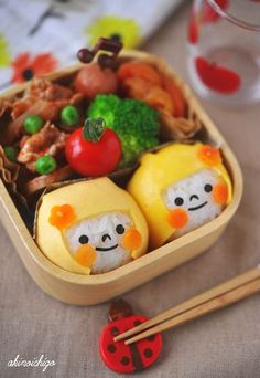 {Step by step photo tutorial} Onigiri bento girl Cute Lunch Boxes, Bento Box Lunch, Bento Kids, Lunch Kids, Kawaii Bento, Childrens Meals, Bento Recipes, Food Decoration, Cute Food