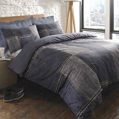 Shop our denim print patchwork duvet cover ! This bedding comes with printed textured effect of denim in a navy blue colour to give a warm finish bedroom. King Ralph, Duvet Sets, Duvet Cover Sets, Decoration Palette, Denim Patchwork, Denim Quilts, Denim Crafts, Recycled Denim, Recycled Clothing