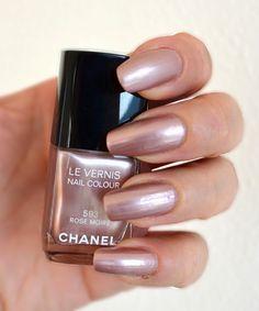 Color Me Loud: Chanel Le Vernis #593 Rose Moiré & #595 Rouge Moiré from Fall 2013 Moiré Le Rouge Collection, Comparison & Swatches