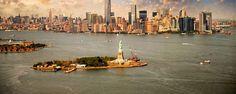La Statue de la Liberté se trouve sur l'île de Liberty Island au sud de Manhattan. Elle est arrivée à New York le 28 octobre 1886 et fut offerte par la France pour célébrer l'amitié franco-américaine et le centenaire de la déclaration d'indépendance américaine - #easyvoyage #easyvoyageurs #clubeasyvoyage #terresdevoyages #travel #traveler #traveling #travellovers #voyage #voyageur #holiday #tourism #tourisme #evasion #usa #etatsunis #unitedstates #nyc #ny #newyork #newyorkcity