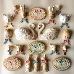 粘土アクセサリー Pottery Sculpture, Fimo Clay, Displaying Collections, Chalk Art, Toy Store, Clay Crafts, Kitsch, Handicraft, Squirrel