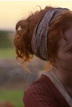 she was a muggle with a heart of gold, the poofiest strawberry blonde hair, and the biggest eye for adventure remus lupin had ever seen Lily Evans, Character Aesthetic, Green Gables, Ginger Hair, Redheads, Red Hair, Character Inspiration, Hair Makeup, Hair Beauty