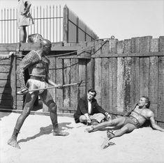 1960-Kirk Douglas, Woody Sgtrode y Stanley Kubrick duraqnte el rodaja de Espartaco