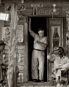 Country store on dirt road. Coca Cola- Depression Era Photography of Dorothea Lange Old General Stores, Old Country Stores, Vintage Pictures, Old Pictures, Old Photos, Dorothea Lange Photography, Dust Bowl, Documentary Photographers, Vintage Photographs