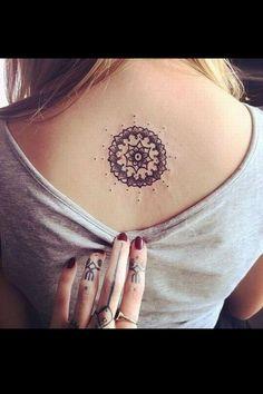 Tattoo-Motive für jeden Geschmack! Tolles Mandala Tattoo auf dem Rücken! Mehr…