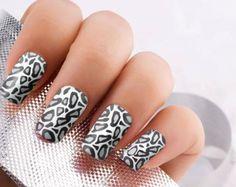 uñas nails animal print design diseño blanco white negro black gris plomo grey lindas cute fun divertidas hermosas yo quiero beautiful