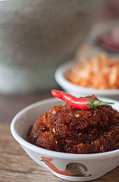 Rempah Udang Chili Sauce — an exceptional homemade chili sauce Malaysian Cuisine, Malaysian Food, Malaysian Recipes, Chili Recipes, Asian Recipes, Peranakan Food, Sambal Recipe, Malay Food, Asian Kitchen