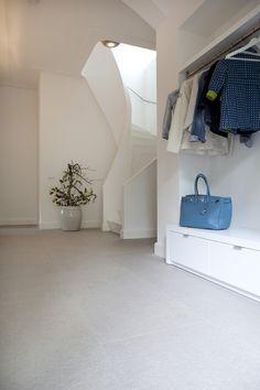 Handig: een hanggedeelte voor de jassen en daaronder kasten voor losse items zoals handschoenen en mutsen