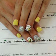 Botanic nails yellow, white and silver White And Silver Nails, Mood Nail Polish, Botanic Nails, Yellow Nail Art, Valentine Nail Art, Nail Art For Beginners, Nails For Kids, Pretty Nail Designs, Hot Nails