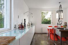 Kitchen with interesting details / Keittiö, jossa on mielenkiintoisia yksityiskohtia.