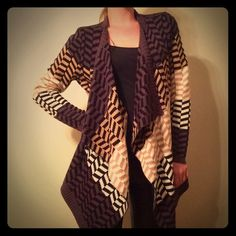 ✨HP✨Chevron Flyaway Cardigan ✨Host Pick 11/8/14 PoshFest 2014 Party✨ Carolyn Taylor Chevron Colorblock Flyaway Cardigan, colors are black grey white and khaki, covers butt, loosely draped in the front, very warm and cosy! Can fit a size S or M. Price is firm! Carolyn Taylor Sweaters Cardigans