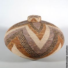 Basket by Zulu master weaver Beauty Ngxongo. Beauty is well known for her 'isichumo' baskets, a water tight vessel, made with native grasses and palm leaves; her dyes are derived from fruits, leaves, bark and roots. African Design, African Art, Casas Country, African Origins, African Home Decor, Weaving Art, Basket Weaving, Wicker Baskets, South Africa