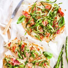 I love this easy pizza recipe. the combination of the asparagus, ham and cheese make the perfect homemade pizza toppings. plus, the pitta bread pizza base Dog Treat Recipes, Pizza Recipes, Chicken Recipes, Most Nutritious Foods, Healthy Foods To Eat, Asparagus Pizza, Healthy Pizza, Best Homemade Dog Food, Super Healthy Recipes
