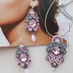 Soutache Pendant, Soutache Necklace, Gold Bridal Earrings, Lace Earrings, Earring Trends, Earring Tutorial, Beaded Rings, Fabric Jewelry, Pendant Set