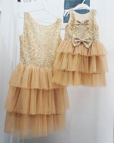 Золотые платья для золотых девчонок готовы! Ура! Ждем фото прекрасных мамы и дочки. #золотоеплатье#мамаидочка#фэмилилук#familylook#шьюназаказ#бант#люблюсвоюработу