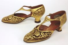 """Flapper shoes, designed by french designer Andre Perugia, ca. Photo: Bata Shoe Museum, """"Roaring Twenties"""" exhibition For more posts see:. Flapper Shoes, 1920s Shoes, Vintage Shoes, Vintage Accessories, Vintage Outfits, Fashion Accessories, Bridal Accessories, Wedding Jewelry, 20s Fashion"""