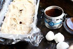 På bara 10 min slår ni ihop en efterrätt som bara är himmelskt god! Semifreddo är himla enkelt att göra och går att kombinera i många olika smaker. Här har jag gjort en lakritssemifreddo... Vanilj, Tart, Ice Cream, No Churn Ice Cream, Pie, Icecream Craft, Tarts, Torte, Ice