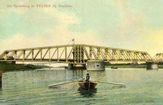 Gezicht op de spoorbrug (draaibrug) over het Noordzeekanaal te Velsen. 1905-1915
